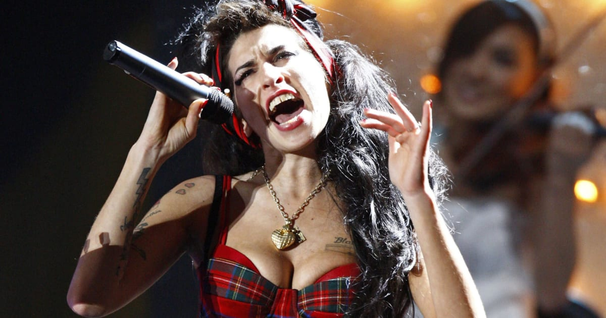 Amy Winehouse's Hologram will Tour with a Live Band in 2019