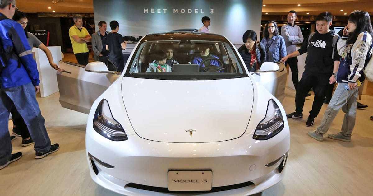 Tesla Drops Mid-range Model 3 Battery Option