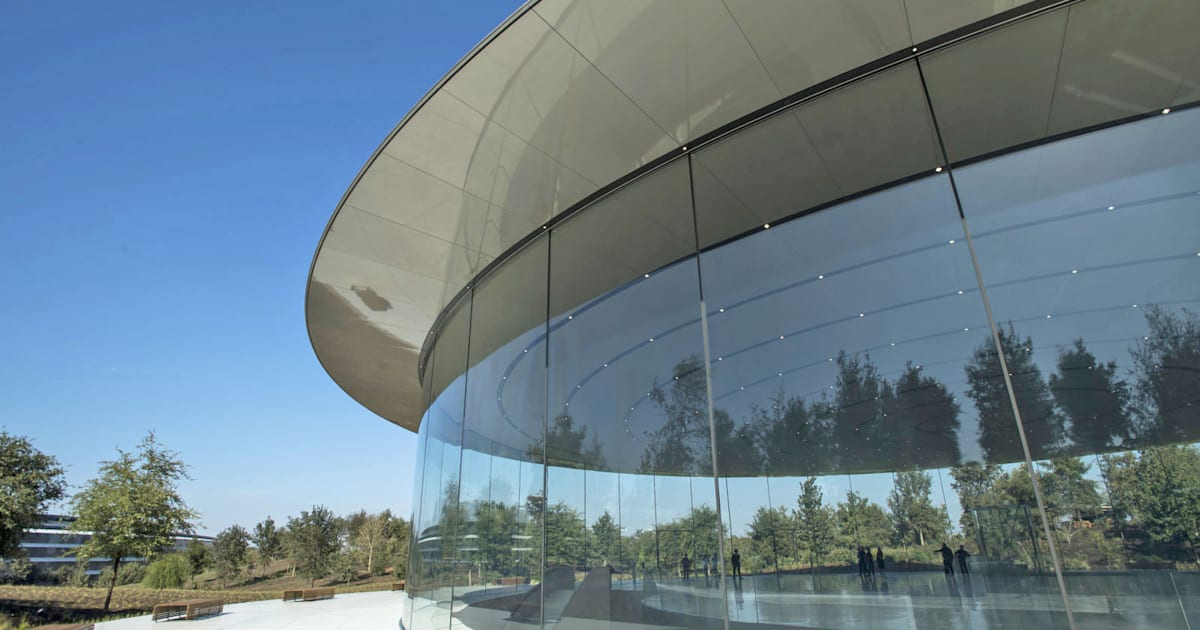 Apple Employees Keep Walking Into Their New Hqs Glass Walls