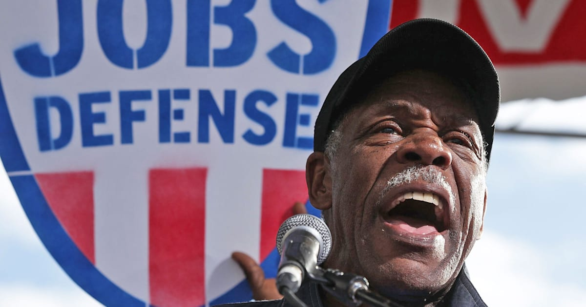Danny Glover is advising Airbnb's diversity efforts