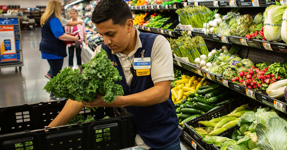 Walmart will use blockchain to ensure the safety of leafy greens