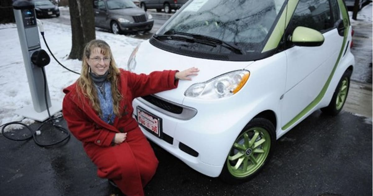 Smart Usa Won T Be Stopped By Snow Delivers First Fortwo Electric Drive To A Customer