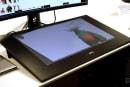米デル、Surface Studio風ディスプレイ「Canvas 27」発売。ダイヤルデバイスTotem付属で約20万円