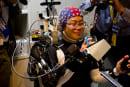 情動も伝えるネットワーク型 脳マシンインターフェース公開。装着型支援ロボや家電操作
