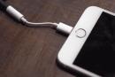 iPhone 7付属と噂のLightning-3.5mm変換アダプタが流出、試用動画が公開。iOS 10で動作、DACは確認できず