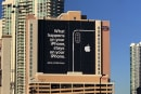 Apple 在 CES 會場附近刊登了一則強調隱私的廣告,似乎有嘲諷的意味啊