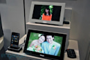 Panasonic MW-20 is a digital photo frame, iPhone / iPod touch stereo, and money burner all in one