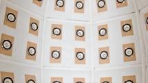 96個のスピーカーに囲まれる『音響樽』。音だけでヒトの存在を表現する高精度音場再現:東京デザインウィーク