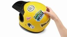 スマホやヘルメット用のオリジナルステッカーが作れちゃう! 曲面に貼ってもシワにならないステッカー