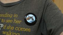 好きな画像を着けられる有機EL缶バッジ『BEAM』レビュー。表示は鮮やか、使い道を考えるのが楽しいデバイス