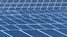 EVと太陽光発電は相性がいい? マスクCEO、テスラの充電システムと融合する新型ソーラールーフを10月28日に発表