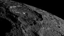 NASA、準惑星ケレスに見える謎の白点は「塩」と語る。肉眼で見た場合を再現したカラー画像も公開