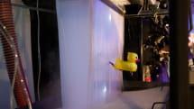 霧と滝のスクリーンAquaFall Display。飛び出るアヒル、画面かき分け物体を登場させる仕掛けも