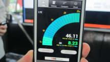 ソフトバンク、次世代通信技術 3.5GHz帯対応スマホをデモ。KDDIも2016年に3.5 GHz LTE-Advanced導入目指す