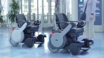 パナソニック、羽田で旅客向けロボット車椅子の実証試験を開始。スマホで呼び出し、空港カウンターへ自動案内