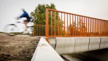 オランダで3Dプリントのコンクリート橋が開通。荷重2トンに耐えるサイクリスト向け