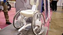 ヤマハの美しすぎる車椅子、花嫁衣裳にもマッチしそうな「02GEN」を出展