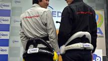 サイバーダインの腰用パワーアシストスーツ HAL が欧州展開。40kgの荷物を運ぶデモ披露(動画)