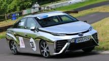 燃料電池車『MIRAI』がヒルクライムに初参戦。平均時速約100kmを記録、車体表面は鏡面仕上げ