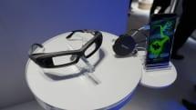 ソニーのメガネ型AR端末 SmartEyeglass 実機インプレ。単色ながら明るい高透過表示が魅力