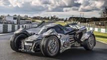 バットモービルが公道ラリーに参加、560馬力のパワフルな走りも動画公開