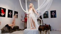 銀座ヴァニラ画廊で『人造乙女博覧会IV』開催中、8月23日まで。製造風景や金型の展示も
