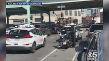 ついに未来の話が現実に!? 自動運転車が警官に停められ、交通違反切符を切られる事態が発生!