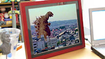 Gigantor 15-inch digital photo frame brings the value