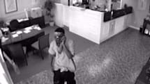Robber holds up bank, doesn't bother to get off his cellphone