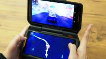 スマホゲームが超快適に? 「ROG Phone」外付けコントローラーと2画面化アダプターを試す