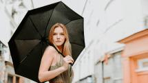 耐衝撃・撥水・軽量なフランス発の折りたたみ傘「beau-nuage」。特殊素材の収納カバー付き
