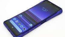 Xperia 1専用Deff製アルミバンパー、紫で合わせるとシンクロ率が高い