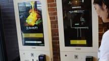 JR東日本の駅ナカハンバーガー屋が未来型レジ「O:der Kiosk」を導入する狙い