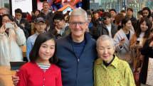 Apple 表参道にティム・クックCEO現る。84歳のアプリ開発者、若宮正子さんと久しぶりの再会