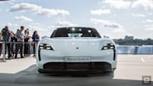Porsche tries selling its cars online in the US