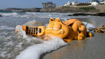 Why Garfield phones have littered French beaches for 35 years