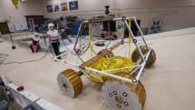 NASA 测试月球探测车「VIPER」的底盘系统