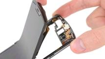 Moto 的折叠 Razr 手机不意外地非常难修理