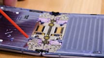 Samsung Galaxy Z Flip 的纖維防塵刷毛似乎沒有想像中好