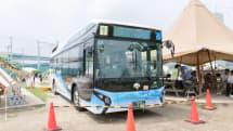 燃料電池バスで道場六三郎氏考案のカレーを調理。たいへん美味しゅうございました