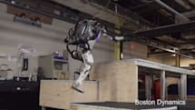 Boston Dynamics 機器人會「跑酷」!以後追不上它們了
