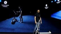 九号机器人推出可以「半自动」导航的电动滑板车