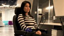 インテルのAI車椅子は表情だけで10種類の動作が可能。将来的に月額での提供を計画中