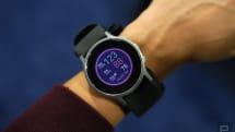 血圧測定機能付きスマートウォッチ「HeartGuide」。オムロンヘルスケアが499ドルで発売