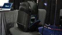 Targus 这个背包里有个口袋可以无线充电