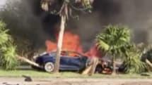 動画:テスラ モデルSが事故で炎上 格納式ドアハンドルが作動せずドライバーを救出できず