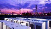 テスラ、近鉄にPowerpack42基を納入。停電でも列車を駅まで走らせる非常用電源