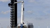 SpaceXの宇宙船Crew Dragon試験中に異常発生。オレンジ色の煙が高々とのぼる