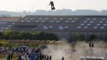 空飛ぶサーフボード「Flyboard Air」でイギリス海峡横断…失敗。給油時の着地ミスで海に転落