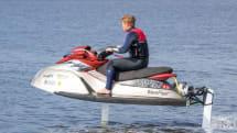 水面を飛ぶように走る水中翼式ジェットスキーWaveFlyer発表。電気駆動で排出ガスなくかつ静粛
